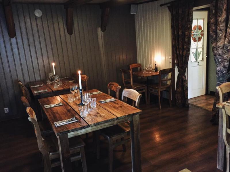 Restaurant_El_Patio_poydat_ja_tuolit